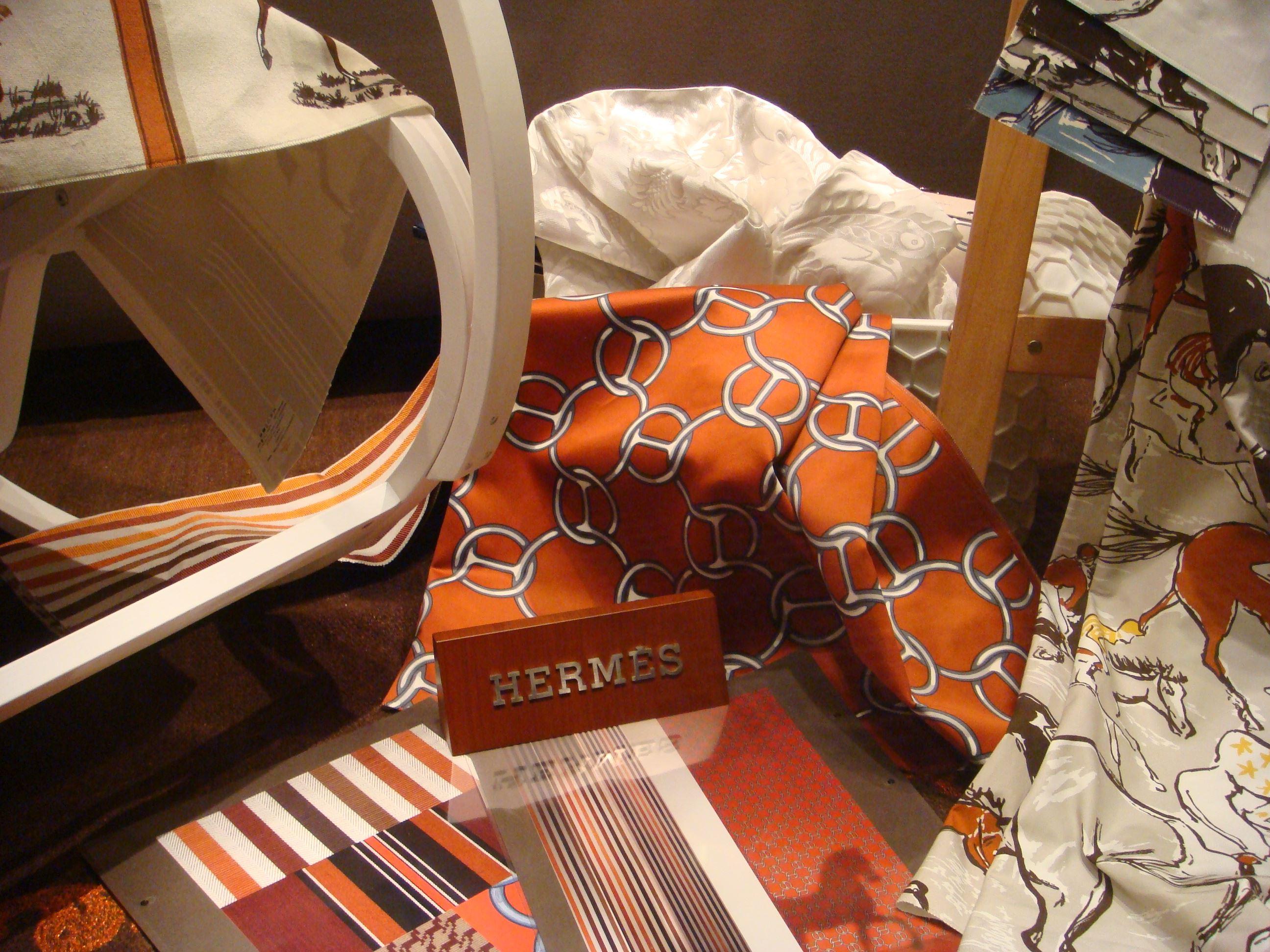 Hermès, le carte e i tessuti